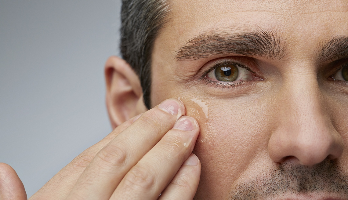 Guide to get rid of bags under eyes for men