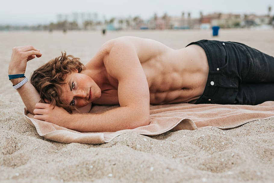 What to wear for the beach men